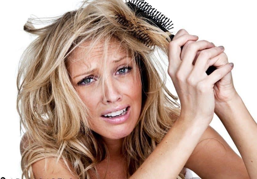 6 erros que você está cometendo ao pentear o cabelo